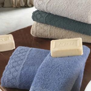 Set Asciugamani e Telo da Bagno in 100% Puro Cotone Naturale, Decorazione Balza | GEMMA