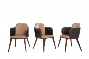 JACE - Sedia di design con struttura in legno, braccioli e piedi in legno