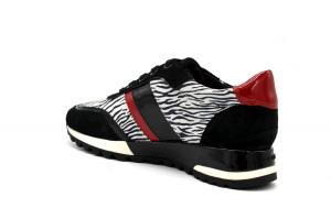 D Tabelya sneaker
