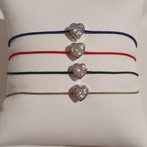 Bracciale con filo colorato e cuore
