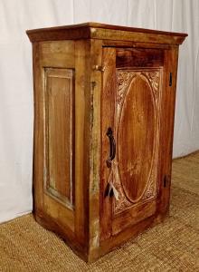 Comodino 1 anta in legno di teak recuperato intagliata