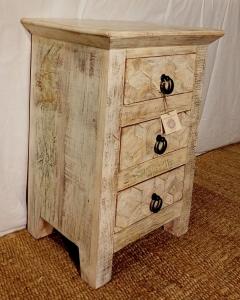 Comodino con 3 cassetti in legno recuperato