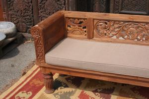 Day bed in legno di teak indonesiano con intagli floreali