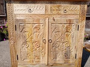 Mobiletto 2 ante con 2 cassetti in legno di palissandro naturale