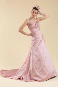 Abito sposa rosa svasato con scollo americana.