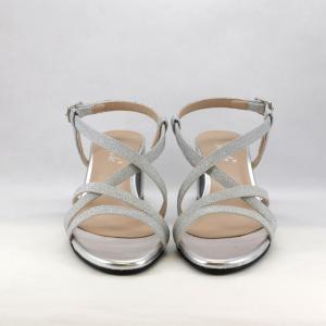 Sandalo cerimonia donna basso argento con tacco largo.