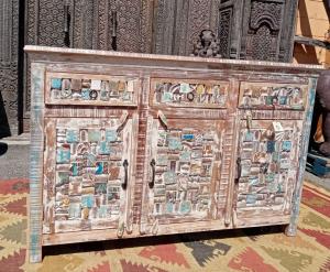 Buffet in legno recuperato con mosaico timbrini