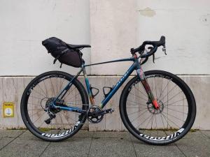 Borsa sottosella waterproof 100% per bikepacking da 13 litri