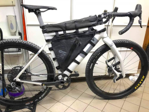 Borsa da telaio full frame waterproof 100% per bikepacking con due scomparti
