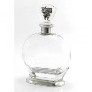 Bottiglia in vetro e peltro con uva sul tappo