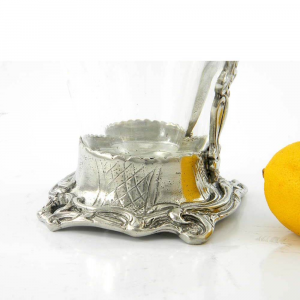 Brocca in vetro e peltro con base e manico