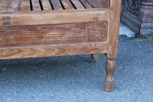 Tavolino in legno di teak con scomparto