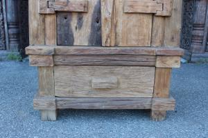 Armadio in legno di teak ricavato da una vecchia imbarcazione