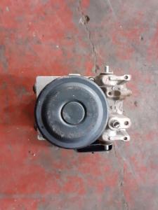 Aggregato ABS usato Mitubishi L200 cod. 1338007110
