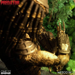 *PREORDER* Predator: PREDATOR DELUXE EDITION by Mezco Toys
