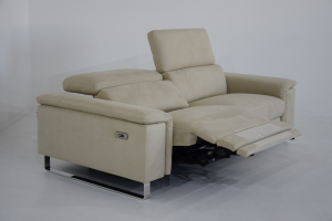 SANDIE - Divano relax in tessuto tecnico antimacchia e antigraffio con recliner elettrico e poggiatesta regolabili