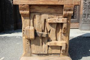 Libreria in legno di teak ricavata da macina