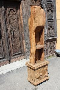 Libreria in legno di teak ricavata da vecchia macina di riso