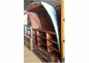 Libreria recuperata da antica barca indonesiana