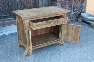 Credenza bassa in legno di teak intagliato