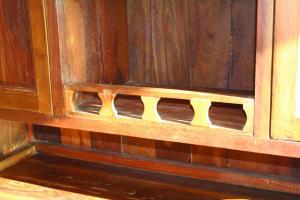 Credenza alta in legno di teak thailandese