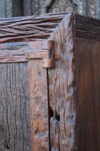 Credenza alta in legno di teak con anta e cassetti