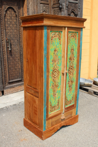 Armadio in legno di teak intagliato