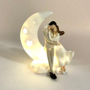 Sposi sulla luna con luce LED in resina 9.5 cm - Bomboniera matrimonio