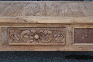Tavolino in legno di teak intagliato