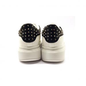 Sneaker bianca con borchiette Gold&Gold