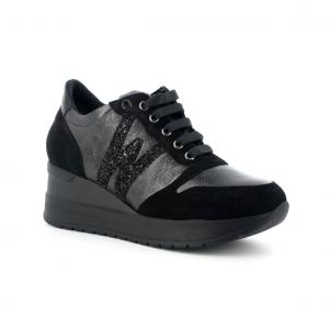 Sneaker nera Melluso