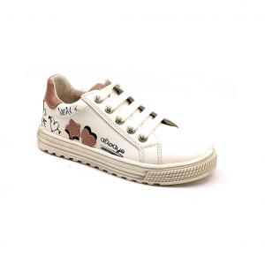 Sneaker bianca con stampe e patch Naturino