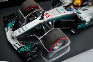 L.Hamilton 2017 Mercedes Amg Petronas Motorsport 1/18 Minichamps