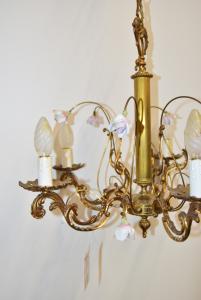 Lampadario 5 Luci In Ottone Con Roselline In Ceramica Anni '60, Diametro 60 Cm
