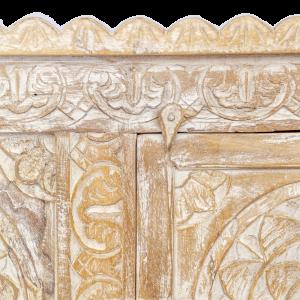 Credenza bassa in legno di teak intagliata con cavallini decapata