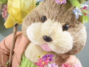 Coniglietta grande in fibra naturale con fiori e farfalle