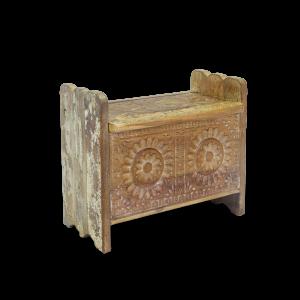 Baule in legno di teak decapato bianco con intagli