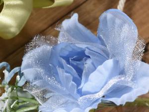 Mazzolino di fiori e boccioli artificiali