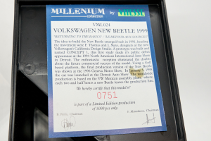 Volkswagen Beetle 1999 With Figurines Millenium Collection 1/43 Vitesse