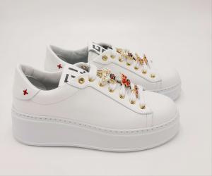 Sneakers bianca accessorio ape Gio+.