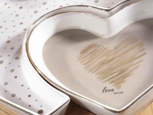 Set piatto cuore porcellana decori dorati su vassoio bambù