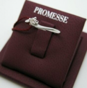 Solitario in oro bianco con diamante taglio brillante modello Valentine