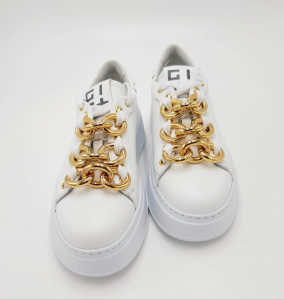 Sneakers bianche con catena oro GIO+