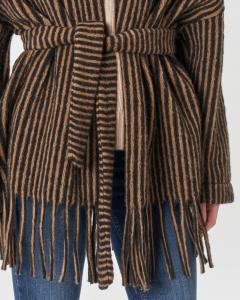 Giacca over in misto lana cotta a fantasia a righe cammello e nero con cintura in vita e frange al fondo