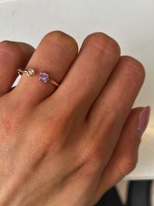 Anelli in oro con punto luce diamante e pietre colorate