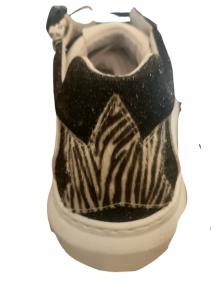 Sneakers donna | in pelle bianca| dettagli neri in glitter | dettaglio posteriore in cavallino zebrato |cerniera laterale interna | Made in Italy