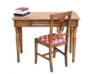 Escritorio y silla estilo clásico