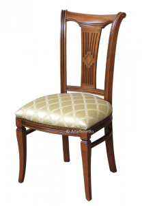 Sedia schienale alto stilizzata imbottita