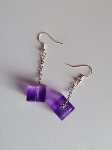 Orecchini cubetti colore viola in resina epossidica