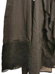 camicia donna nera | in garza di cotone | con jabot anteriore | collo a uomo| polsino con dettaglio in pizzo| manica lunga | vestibilità regular | Made in Italy |